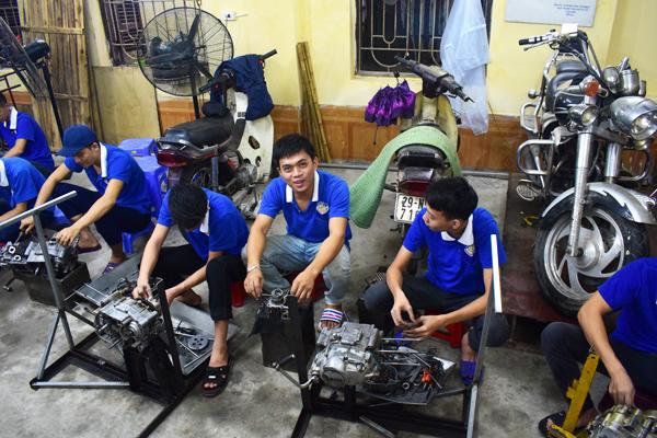 Học nghề sửa chữa xe máy mất bao nhiêu tiền