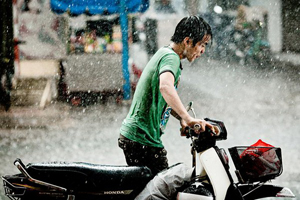Cách bảo quản xe máy khi trời mưa