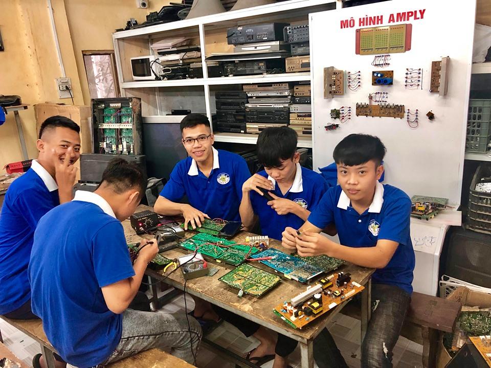 Học phí nghề sửa chữa điện tử