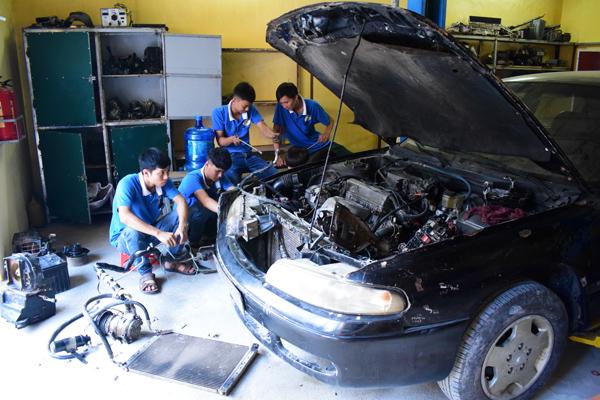 dạy nghề sửa ô tô