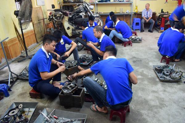Học sửa chữa xe máy buổi tối tại Hà Nội